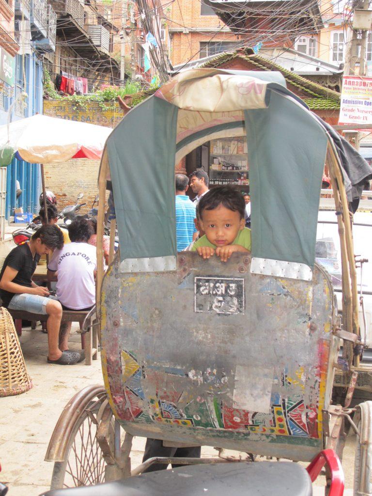 Riskas en Thamel, el barrio de los mochileros y turistas en Kathmandu. Viajar a Nepal. Valle de Katmandu