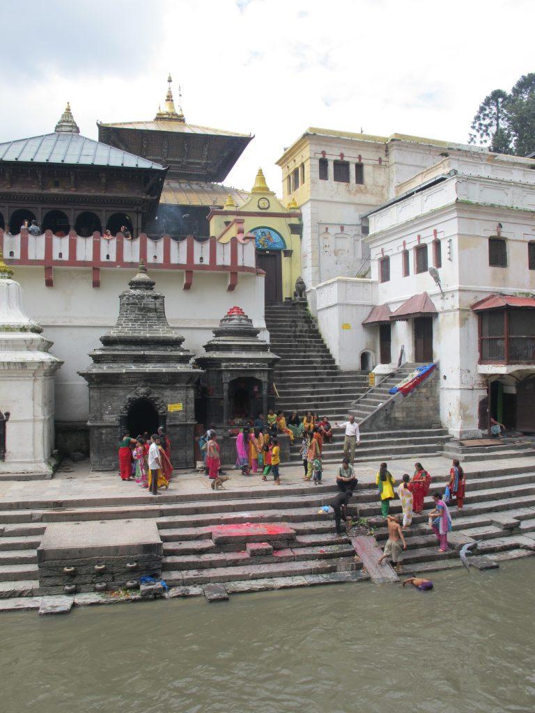 Crematorios en el Templo de Pashupatinath en Kathmandu. Viajar a Nepal