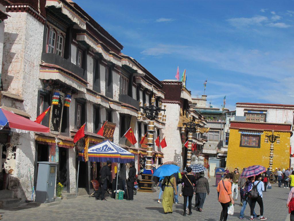 viajar al tibet, viaje al tibet, viaje al tibet y nepal, viajar a nepal y tibet, carretera de la amistad, viajar por libre por el tibet, viaje por los himalayas. lhasa, la ciudad prohibida. lasa, capital del tibet. historia de lhasa. el potala, jokhang, barkhor street