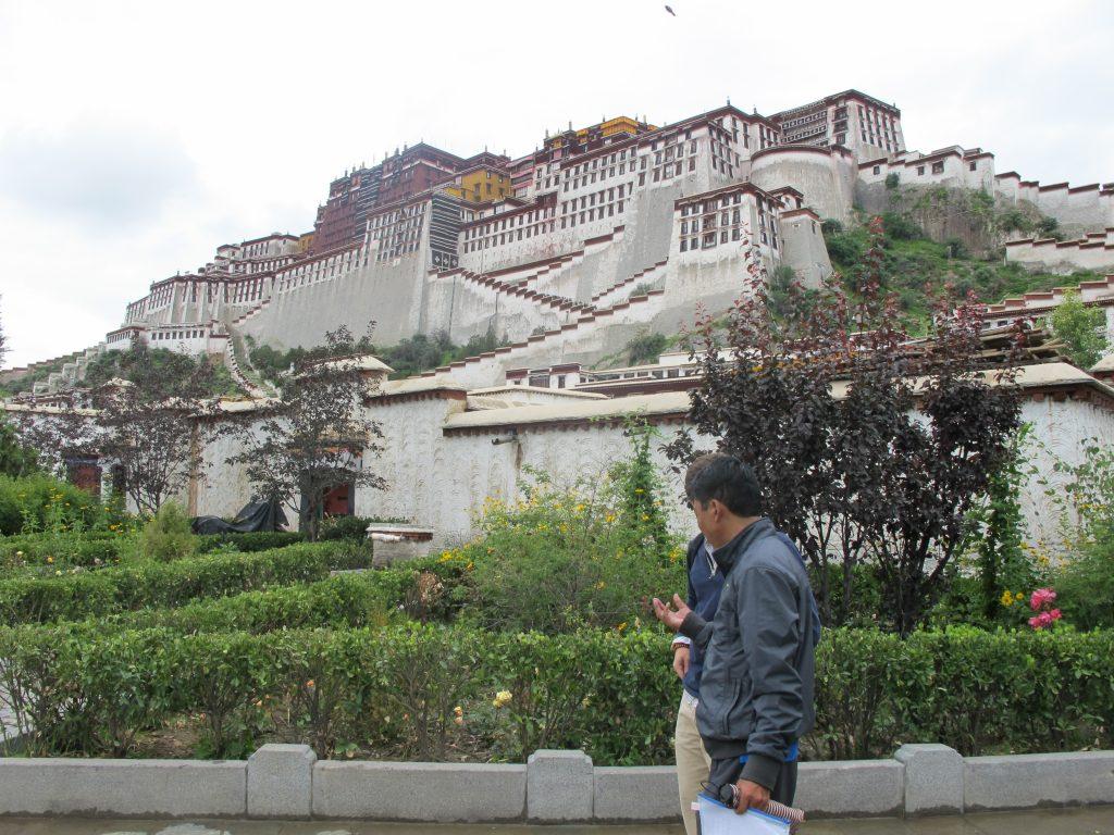 Visitar el Palacio del Potala en Lhasa en el Tibet. Viajar al Tibet. Viaje al Tibet. Carretera de la Amistad. Friendship highway