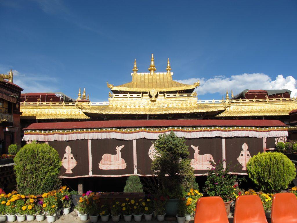 viajar al tibet, viaje al tibet, viaje al tibet y nepal, viajar a nepal y tibet, carretera de la amistad, viajar por libre por el tibet, viaje por los himalayas. lhasa, la ciudad prohibida. lasa, capital del tibet. historia de lhasa. el potala, templo del jokhang, barkhor street