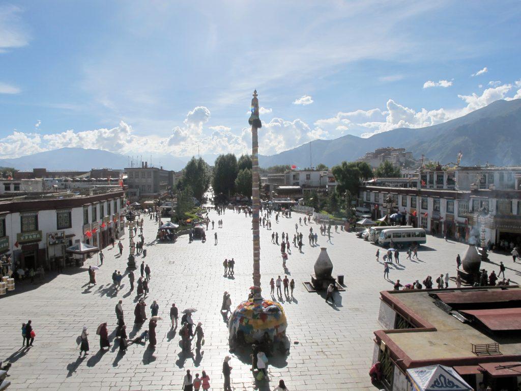 carretera de la amistad, friendship highway, viajar al tibet, viaje al tibet, tibet road, lasa, lhasa, potala, potala palace, viajar a lasa, barkhor street