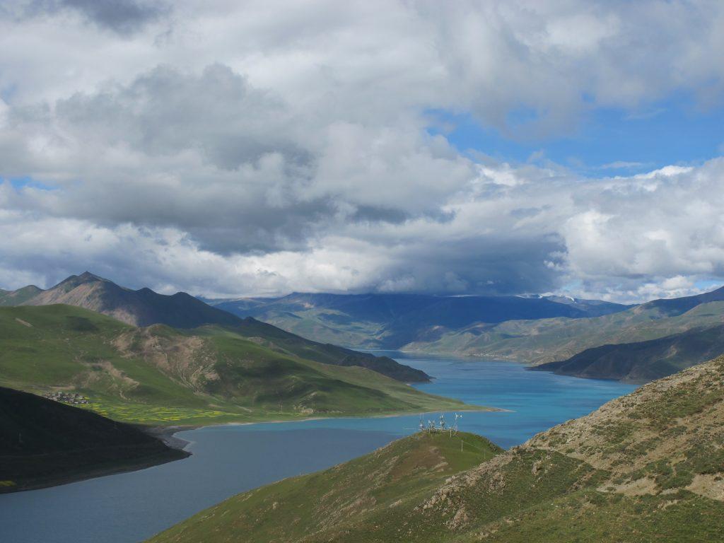 carretera de la amistad, friendship highway, viajar al tibet, viaje al tibet, tibet road, lago Yamdrok Tso, yamdrok tso lake, yak, tibetan yak,