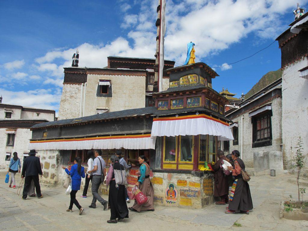 Monasterio de Tashilhunpo, sede de los Panchen Lamas, en el Tibet. Shigatse. Viajar al Tibet. Viaje al Tibet. Carretera de la Amistad. Friendship highway