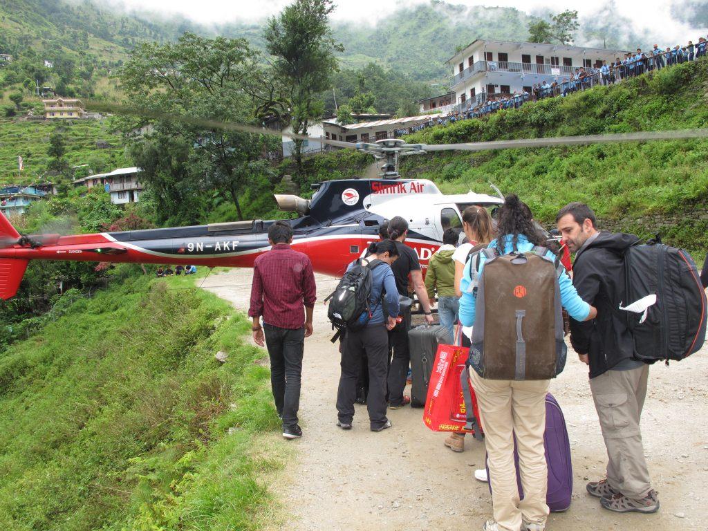 Carretera de la Amistad del Tíbet a Nepal. De Lhasa a Kathmandu. Viajar a Nepal. Viajar al Tibet. Viaje en helicóptero por Nepal.