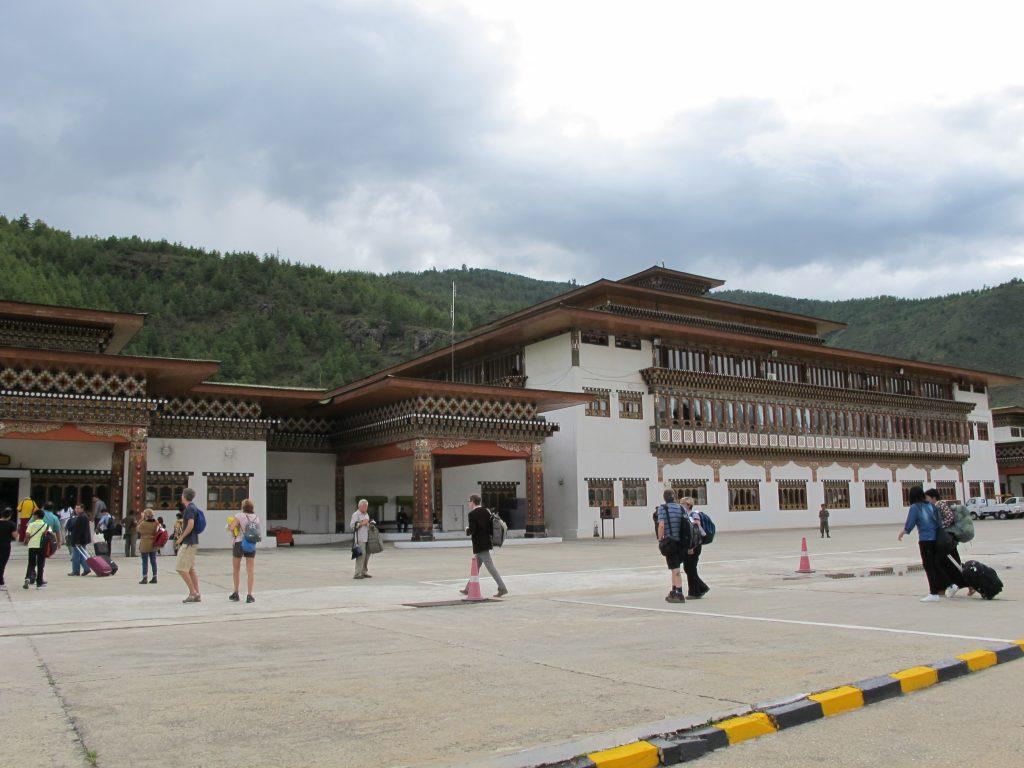 Aeropuerto de Paro, en Butan. Viajar a Bhutan. Viaje a Butan. Cinco días y cuatro noches en Butan.