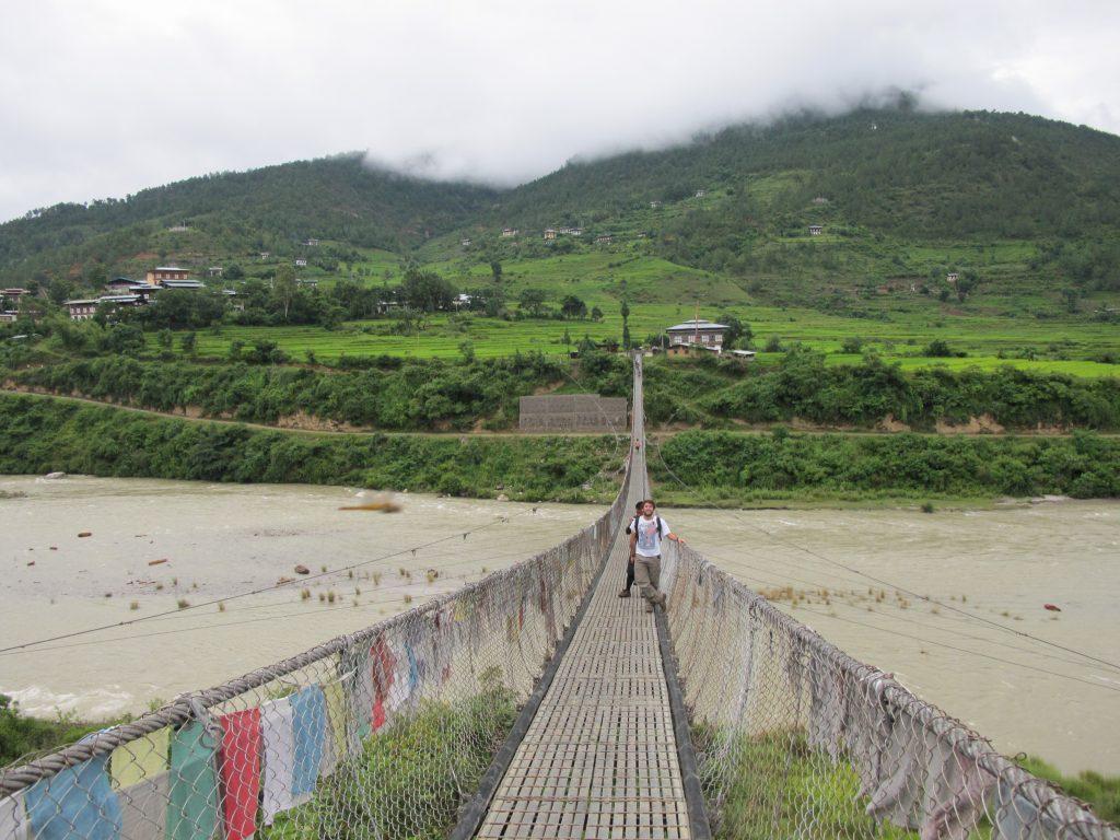 El puente colgante más largo de Bhutan, Pho chhu. Viajar a Bhutan. viaje a Butan.