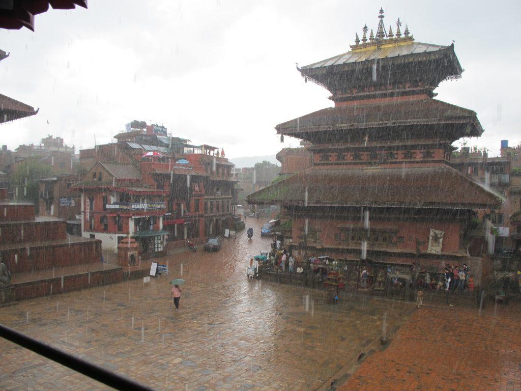 visitar Bhaktapur en un día. visitar Bhaktapur en dos días. visitar Valle de Kathmandu. viajar a nepal. Viaje a nepal. durbar square de bhaktapur. pottery square. Barrio de los alfareros. monzón en nepal. Nepal en agosto