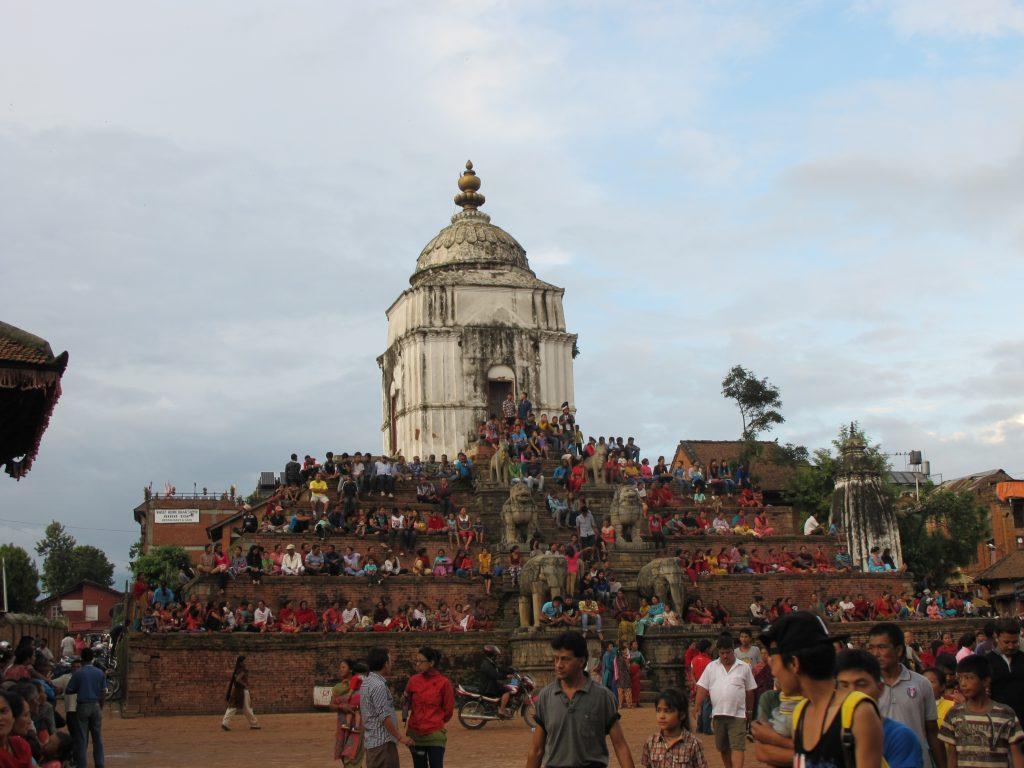 visitar Bhaktapur en un día. visitar Bhaktapur en dos días. visitar Valle de Kathmandu. viajar a nepal. Viaje a nepal. durbar square de bhaktapur. pottery square. Barrio de los alfareros. Carnaval de las vacas o Gai Jatra,