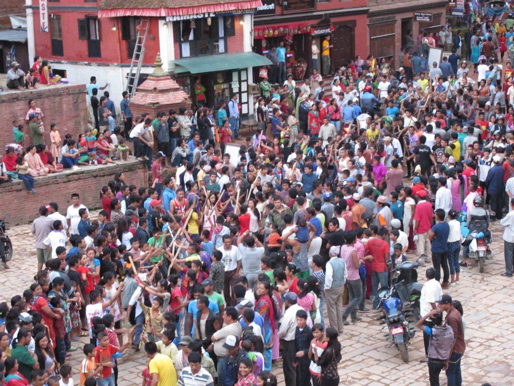 visitar Bhaktapur en un día. visitar Bhaktapur en dos días. visitar Valle de Kathmandu. viajar a nepal. Viaje a nepal. durbar square de bhaktapur. pottery square. Barrio de los alfareros. Carnaval de las vacas o Gai Jatra