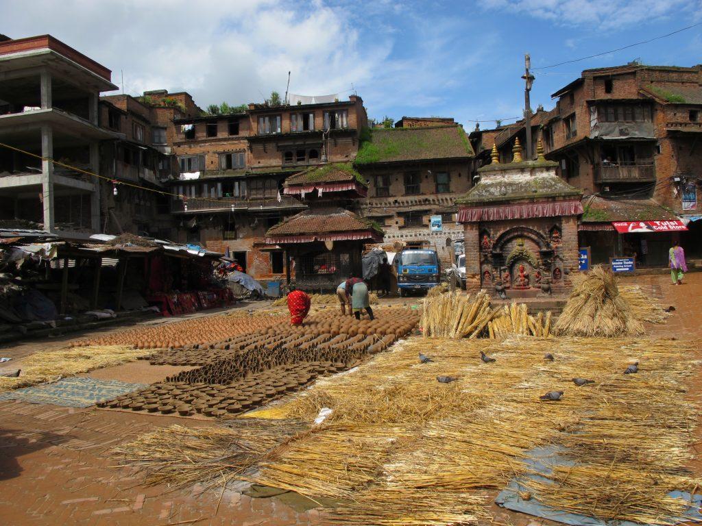 visitar Bhaktapur en un día. visitar Bhaktapur en dos días. visitar Valle de Kathmandu. viajar a nepal. Viaje a nepal. durbar square de bhaktapur. pottery square. Barrio de los alfareros