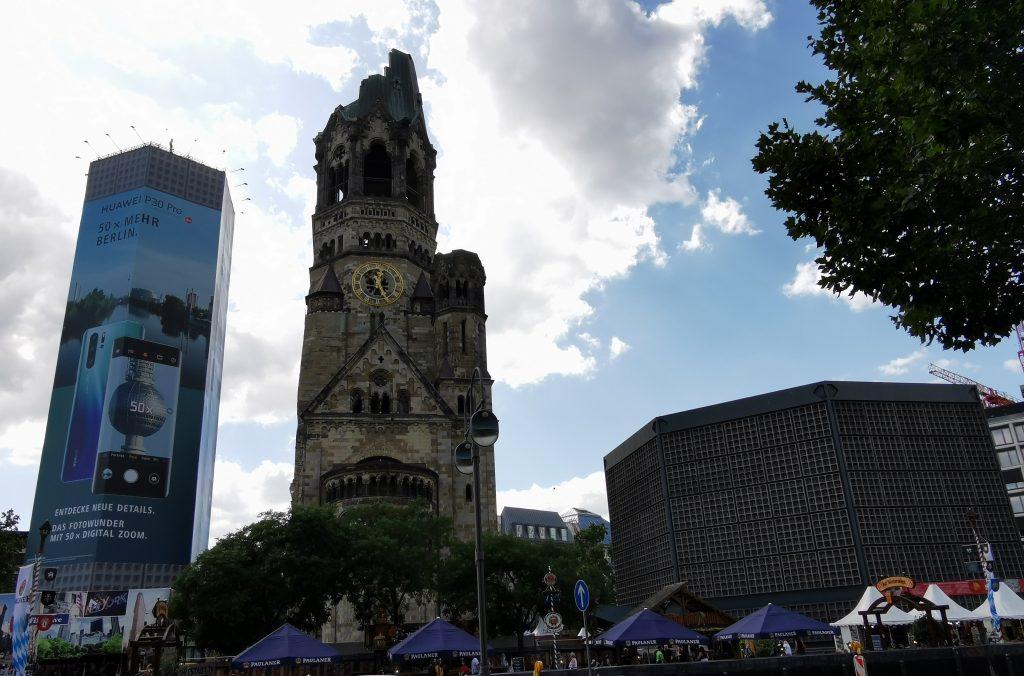 Iglesia Kaiser-Wilhelm-Gedächtniskirche, iglesia nueva, campanario, berlin, Kurfürstendamm, berlin en dos dias, berlin en 3 dias, viaje a berlin, viajar a berlin